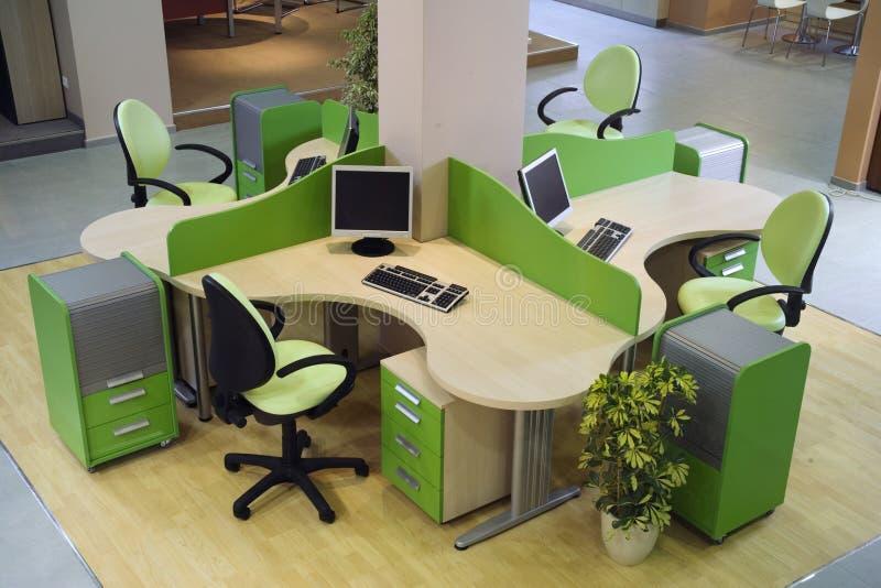 美好的设计内部现代办公室 免版税库存图片