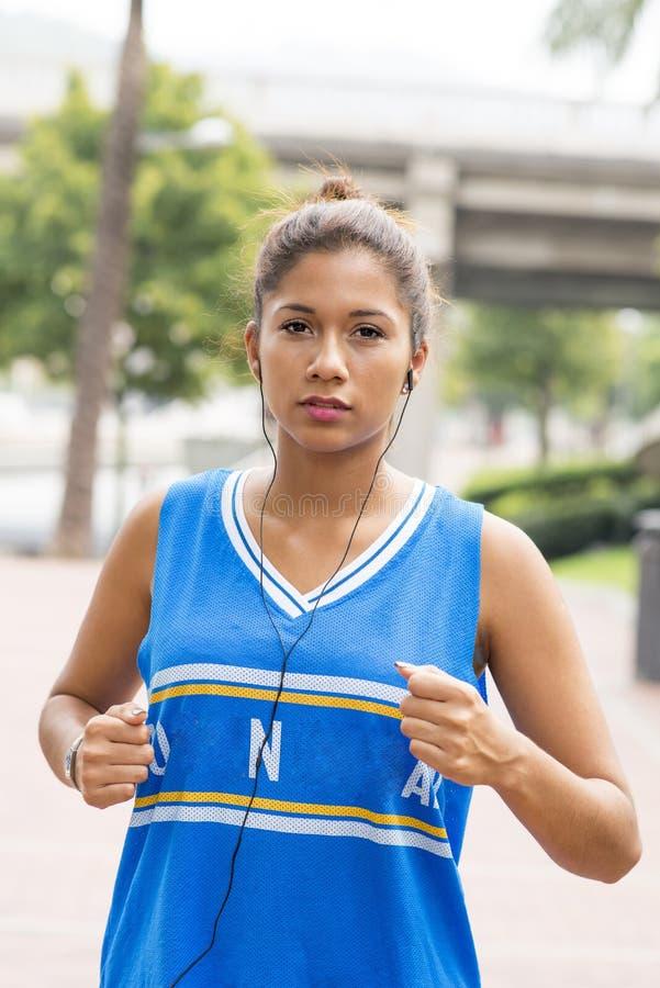 美好的运动妇女赛跑 库存照片