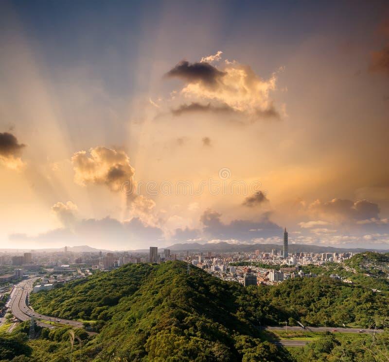 美好的都市风景日落台北 免版税库存照片