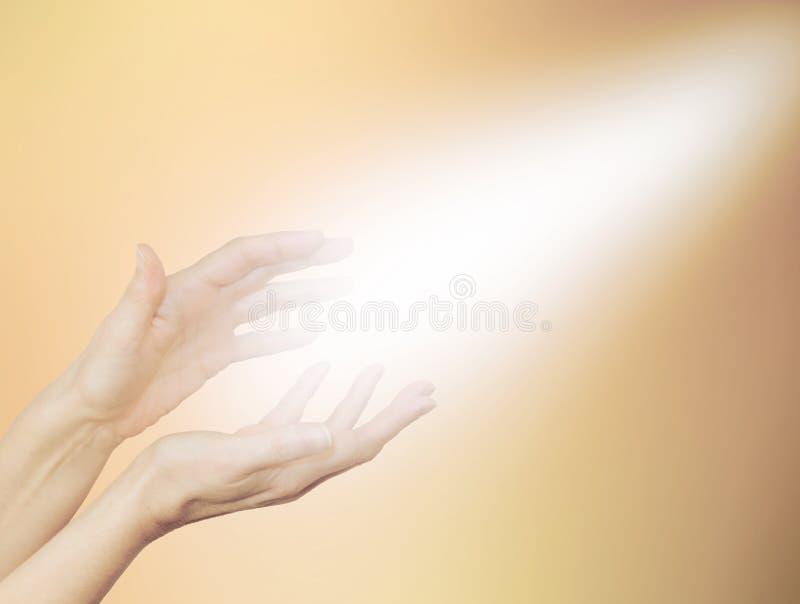 美好的金黄医治用的能量 免版税库存照片