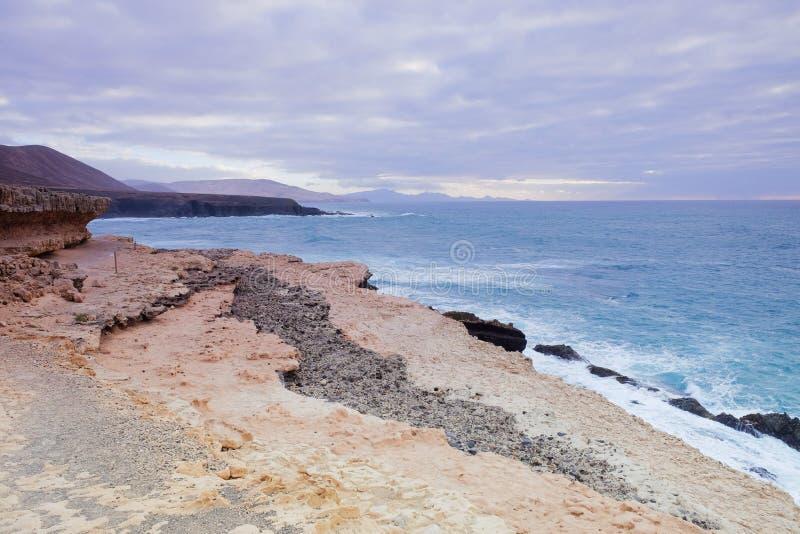 美好的风景在费埃特文图拉岛的,加那利群岛,西班牙Ajuy 免版税图库摄影