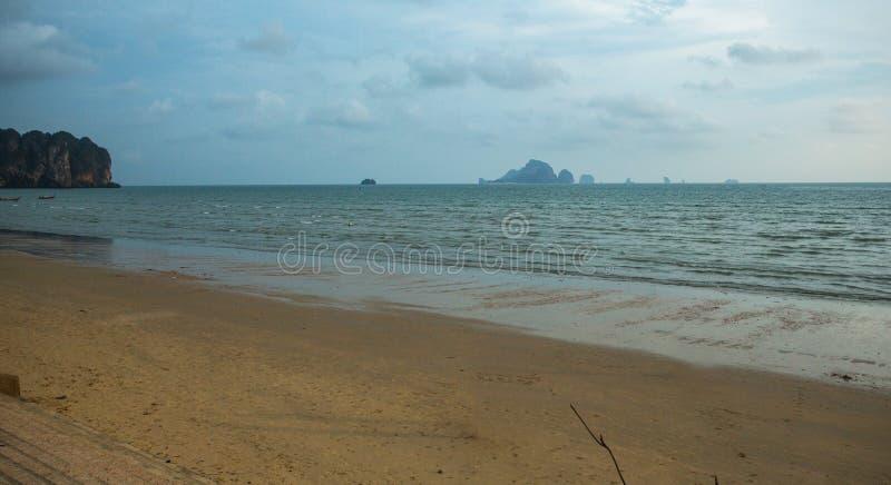 美好的风景视图有Railay海滩地区, Krabi泰国海岛背景  库存图片