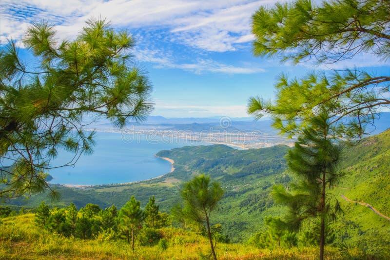 美好的风景路通行证越南  库存图片