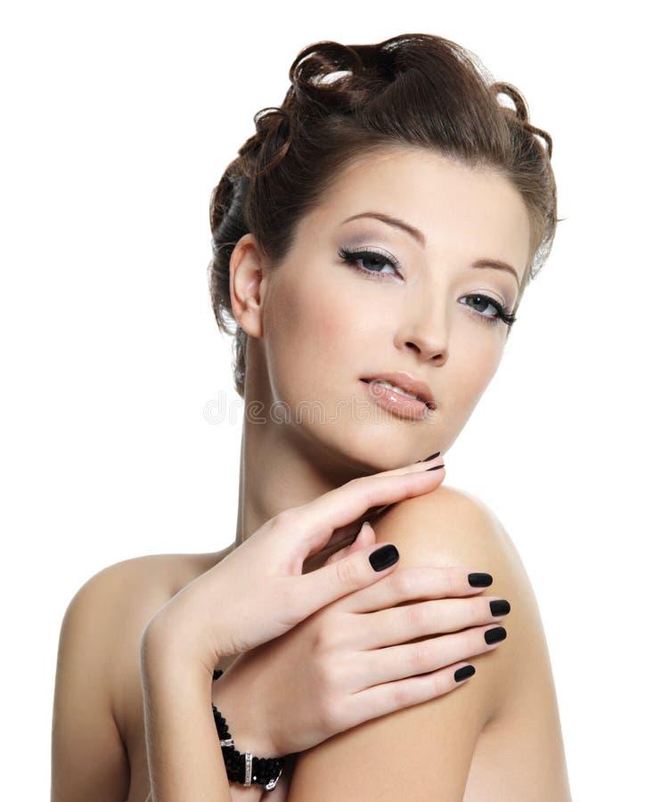 美好的黑色魅力固定妇女 免版税图库摄影