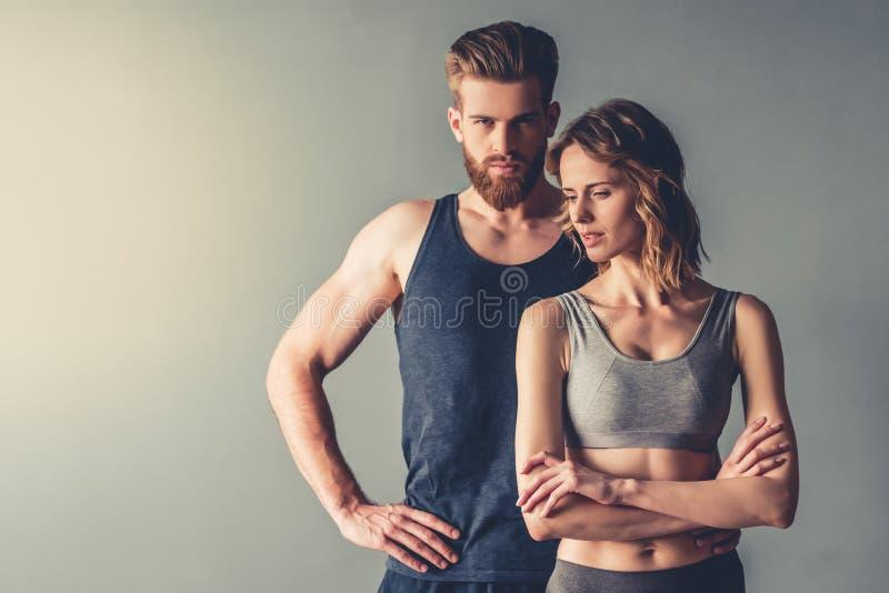 美好的年轻体育夫妇 免版税库存照片