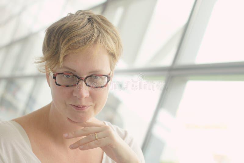 美好的35岁妇女 免版税库存照片