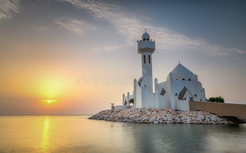 美好的Al胡拜尔Corniche清真寺日出-沙特阿拉伯 免版税图库摄影