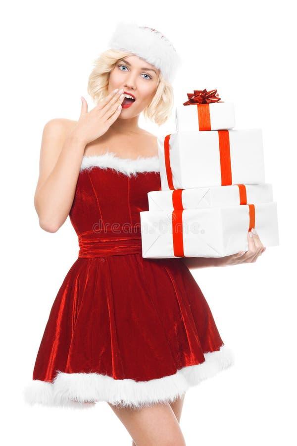 美好的yound白肤金发的妇女当有礼物的圣诞老人女孩 库存照片