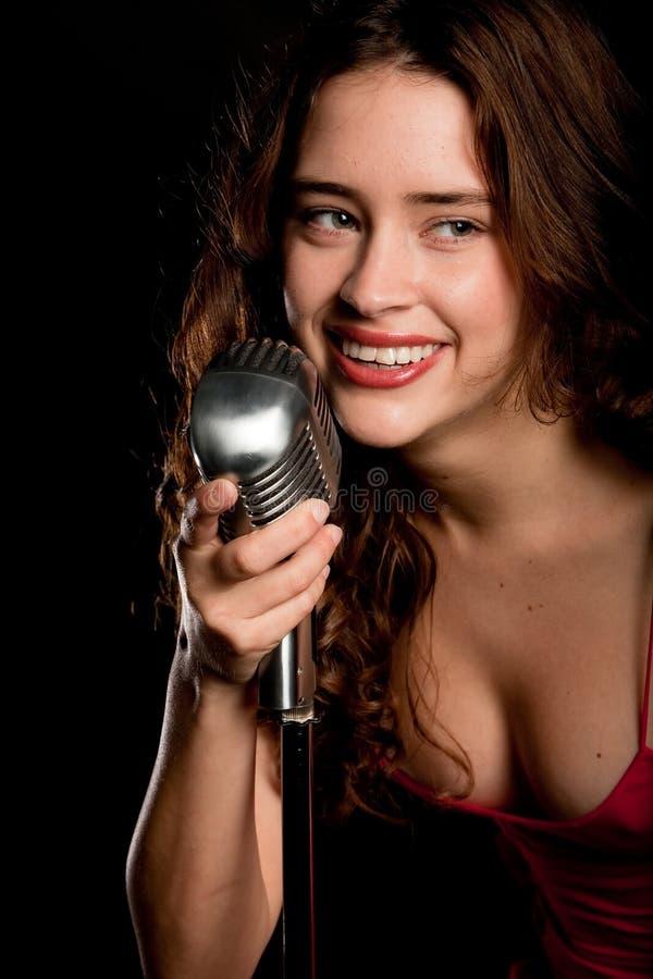 美好话筒歌唱家唱歌 免版税图库摄影
