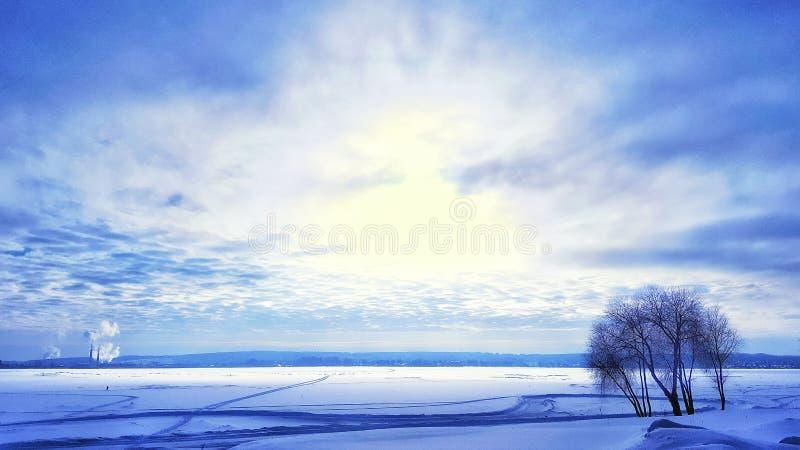 美妙地美丽的天空在冬天 图库摄影