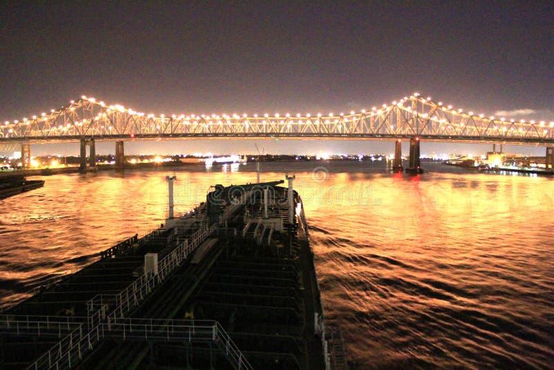 美妙地被点燃的桥梁 免版税库存图片