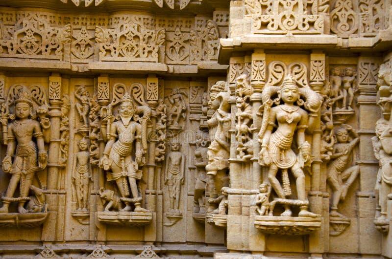 美妙地雕刻了神象,耆那教的寺庙,位于在堡垒复合体,贾沙梅尔,拉贾斯坦,印度 免版税库存照片