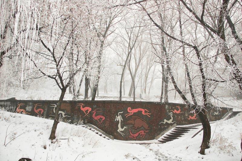 美妙的多雪的冬天造成一种欢乐新年心情 免版税库存图片