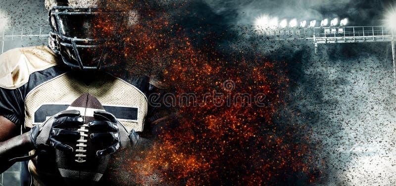 美式足球球员,盔甲的运动员在火的体育场 与copyspace的体育墙纸在背景 库存照片
