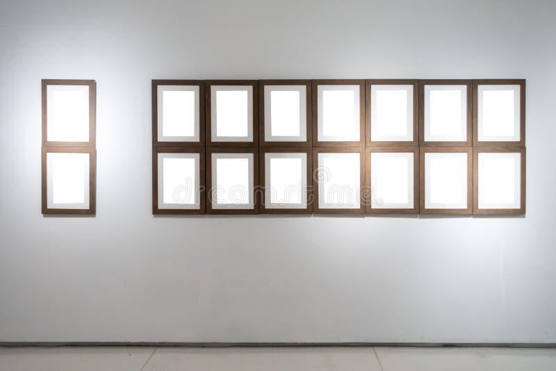 美术画廊博物馆空白框架陈列白色裁减路线是 皇族释放例证
