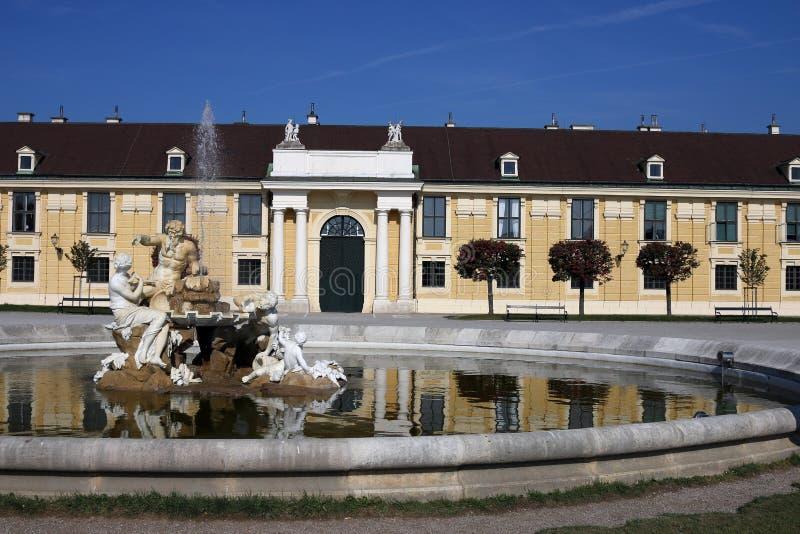 美泉宫喷泉维也纳 免版税图库摄影