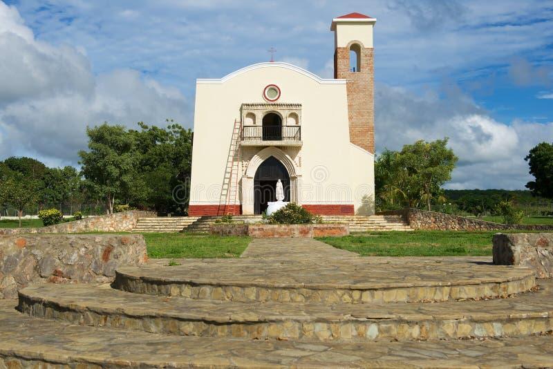 美洲的第一个教会的复制品在普拉塔港,多米尼加共和国 免版税库存照片