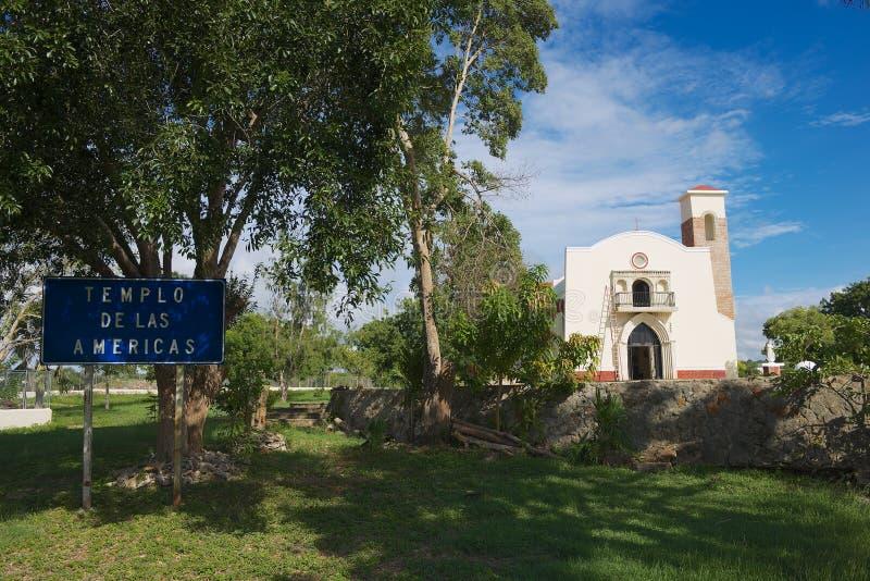 美洲的第一个教会的复制品在普拉塔港,多米尼加共和国 库存照片