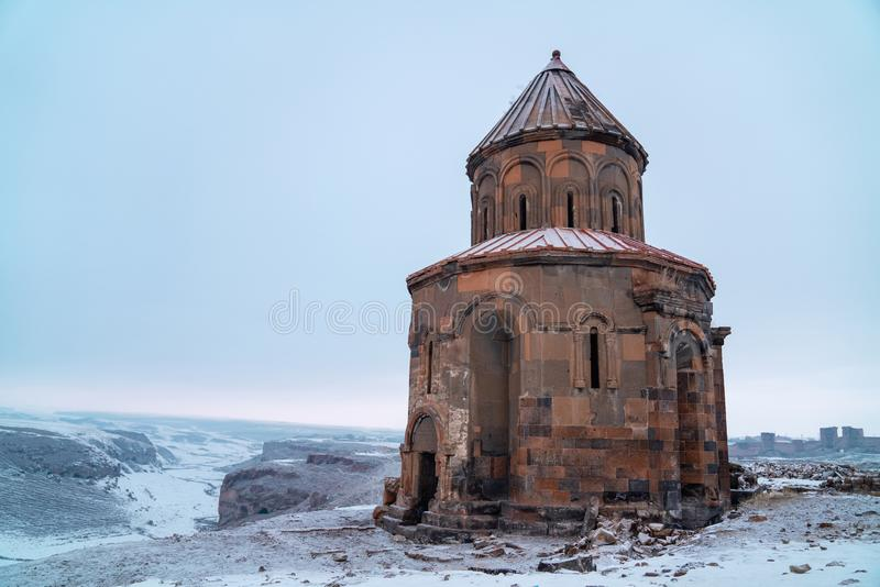 美洲黑杜鹃废墟,美洲黑杜鹃是在卡尔斯省土耳其省位于的一个被破坏的城市站点  图库摄影