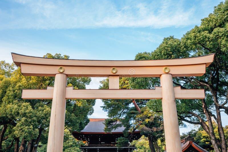 美济礁神功皇后寺庙鸟居门在东京,日本 库存图片