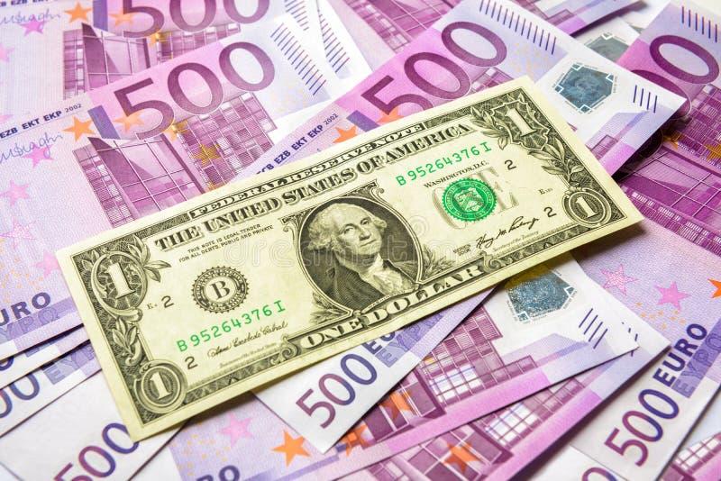 1美金对很多500张欧元金钱钞票 图库摄影