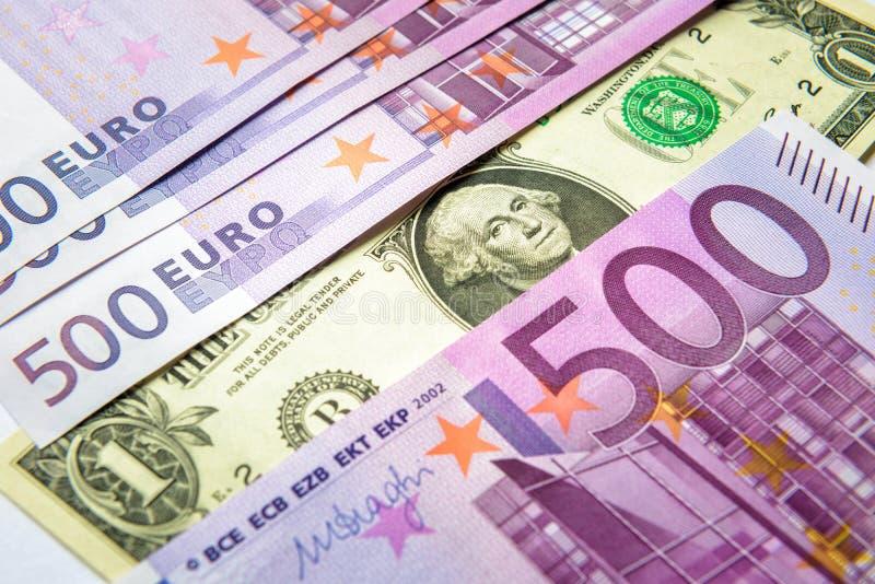 1美金对很多500张欧元金钱钞票 免版税图库摄影