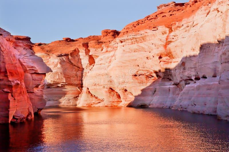 羚羊亚利桑那峡谷湖橙色桃红色powell 库存照片