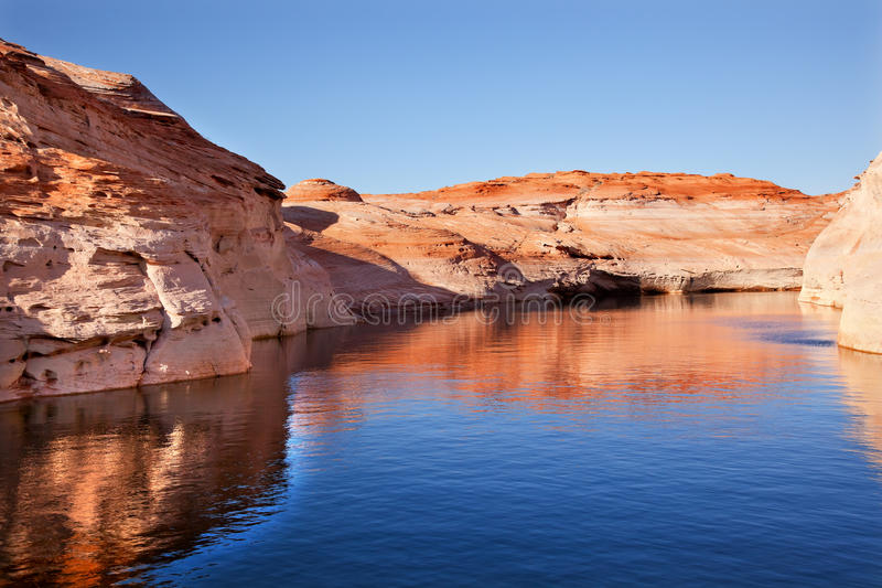 羚羊亚利桑那峡谷湖powell反映 库存图片