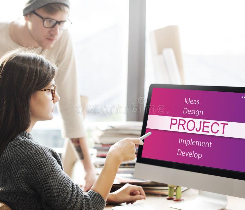 群策群力关于项目的商人 免版税图库摄影