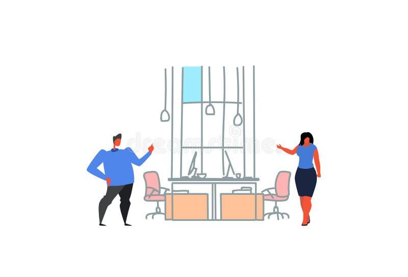 群策群力现代办公室内部的商人妇女沟通的coworking的空间夫妇同事创造性 皇族释放例证