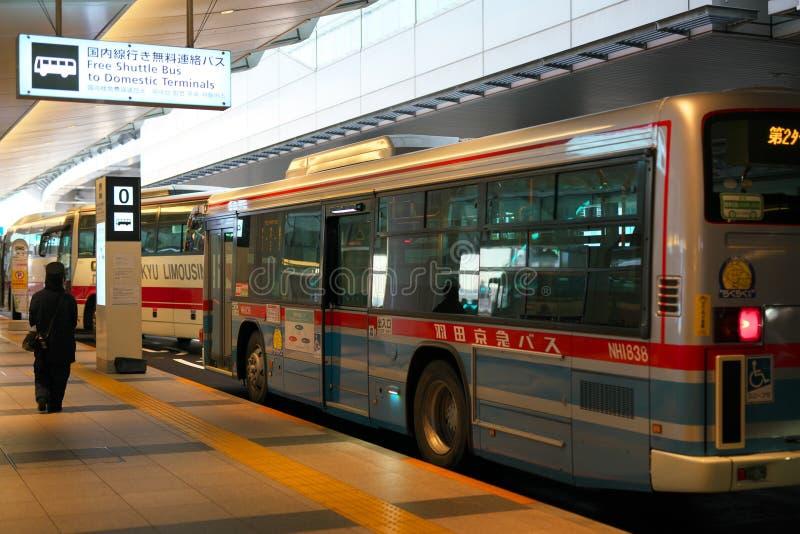 羽田机场对国内终端的免费往返公车公共汽车 免版税库存照片