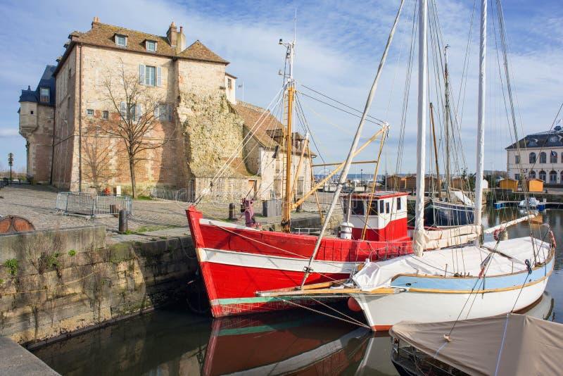 翁弗勒尔,法国诺曼底 老城风景如画的港口 法国北部地区 欧洲热门旅游目的地 库存照片
