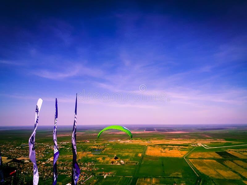 滑翔伞视图 免版税库存图片