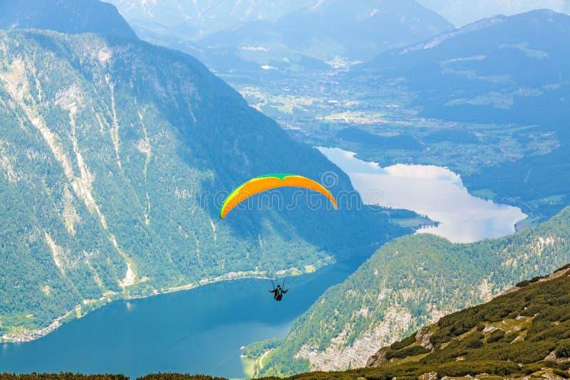 滑翔伞Dachstein,萨尔茨卡默古特 图库摄影
