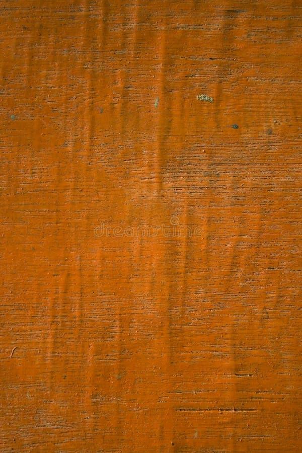 翘曲的老橙色被绘的胶合板 图库摄影
