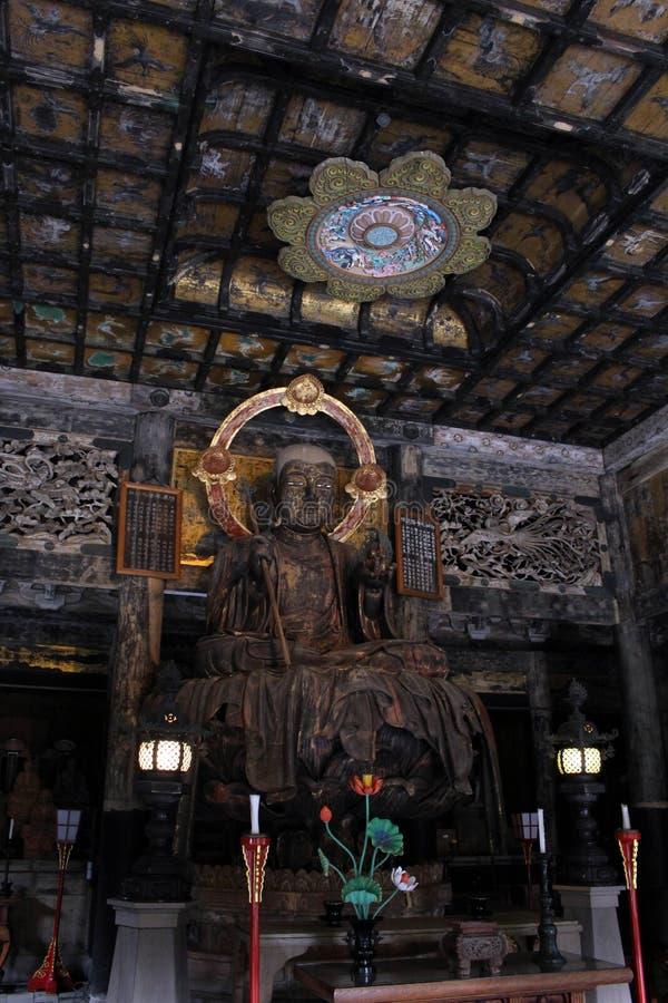 翻译:在Kenchoji禅宗寺庙附近的菩萨雕象 一 库存照片