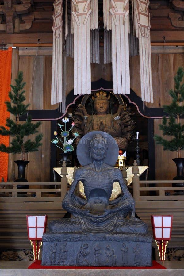 翻译:在Kenchoji禅宗寺庙附近的菩萨雕象 一 图库摄影