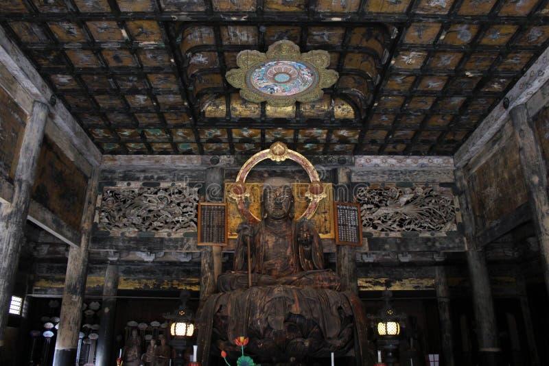 翻译:在Kenchoji禅宗寺庙附近的菩萨雕象 一 库存图片