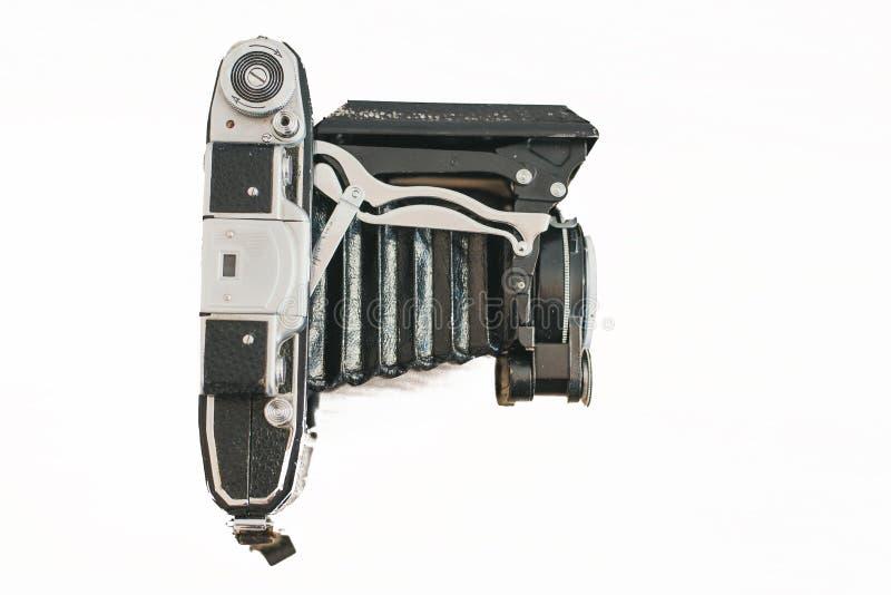 翼果俄罗斯- 04 27 在一台老照相机的19个透镜手风琴 在木轻的背景的老葡萄酒照相机 小格式老照相机 免版税库存照片