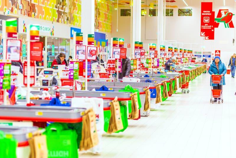 翼果,2019年1月:欧尚购物中心内部  免版税库存照片