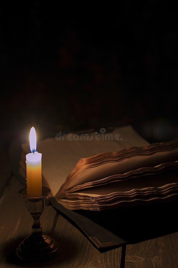 老书蜡烛 库存照片