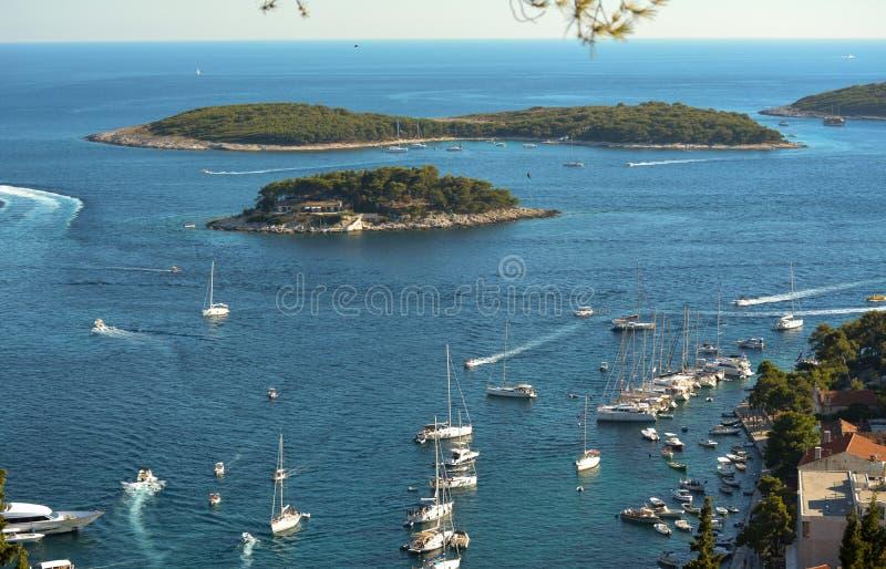 老亚得里亚海的海岛镇赫瓦尔岛港口  库存图片