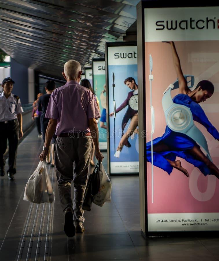老人在亭子,武吉免登,吉隆坡购物 免版税库存图片