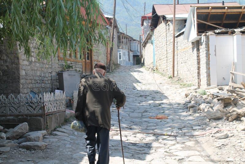老人在拉赫季, Ismayilly 阿塞拜疆 老 库存图片