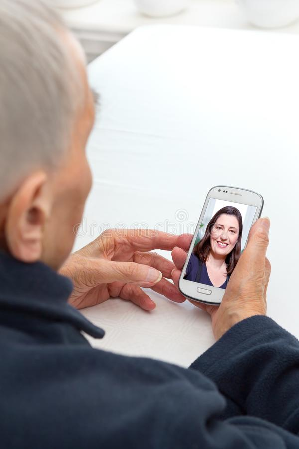 老人手机录影电话 图库摄影