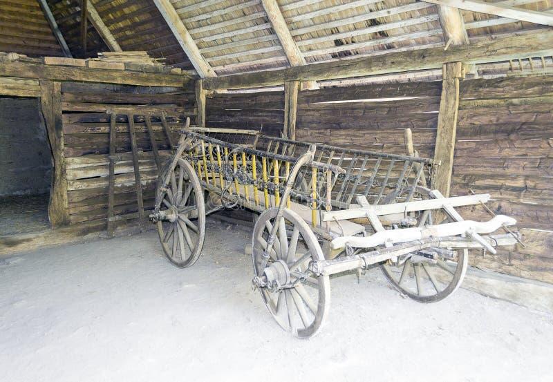 老传统罗马尼亚用马拉的推车 免版税库存照片