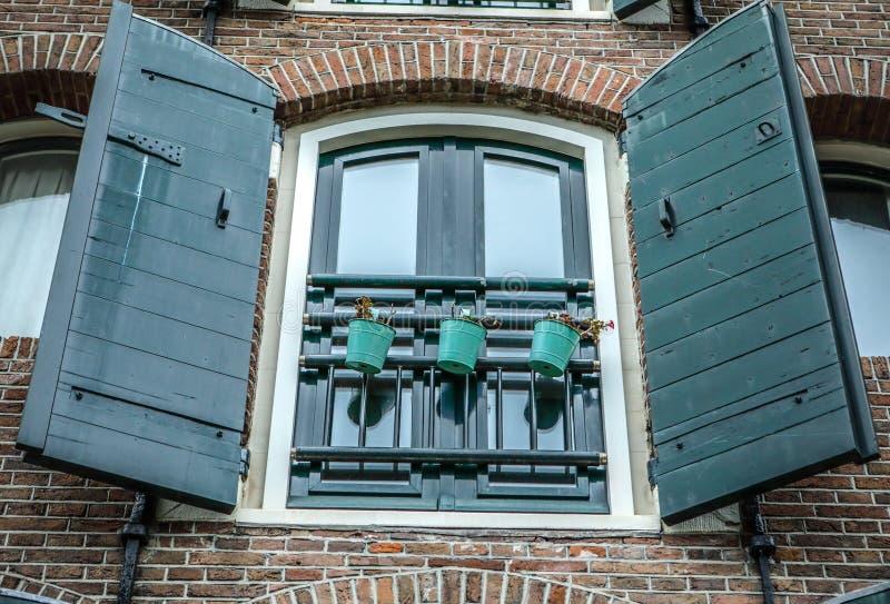 老传统荷兰窗口特写镜头 免版税图库摄影