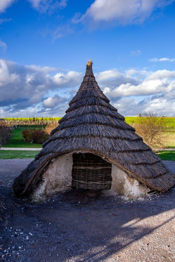 老住宅接近的看法在村庄复制品的 图库摄影