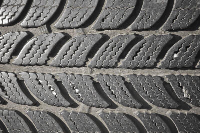 老使用的中间人黑汽车轮胎纹理主题样式 免版税库存图片