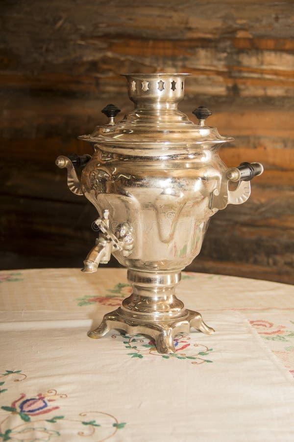 老俄国式茶炊,水壶 免版税库存照片